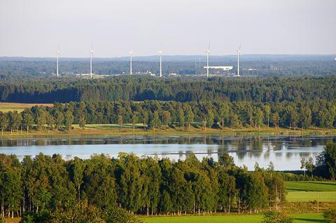 TOTALs övergripande smörjmedelslösning till vindkraftsturbiner möter de operativa behoven hos vindkraftverk på land såväl som ute på vatten. Detta hjälper vindkraftsägare att förlänga underhållscyklerna ännu längre.