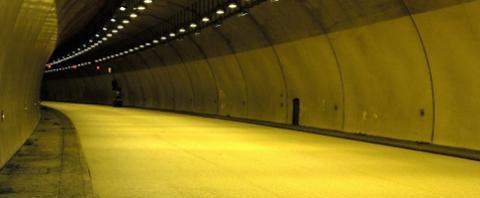 Kromatis er et farveløst bindemiddel til asfaltproduktion, der øger sikkerheden på vejene.