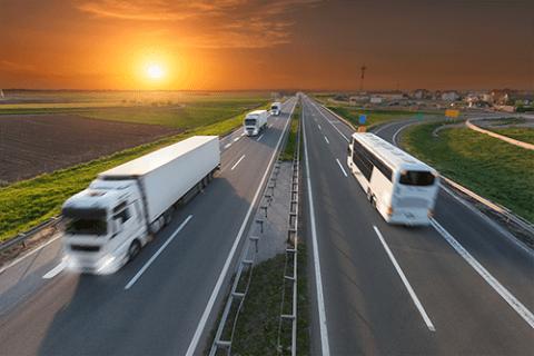 TotalEnergies leverer smøreolie til alle typer lastbiler og transportmidler. TOTAL Rubia-serien er specielt udviklet til tung transport og bidrager til optimal motorperformance.