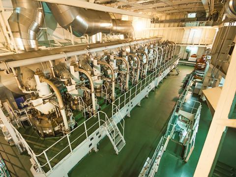 TotalEnergies har lang erfaring med udvikling af smøreolier, specialvæsker og smørefedt til marineindustrien og vores udvalg dækker alle typer fartøjer - en del af dem bionedbrydelige.